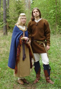 Couple in 1100's Latvian/Baltic clothing