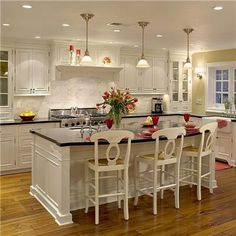 Classic Traditional Colonial Kitchen