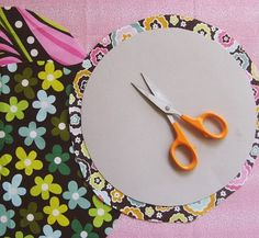 Such clever circles tutorial for applique etc. Use for hexagon quilt, too.
