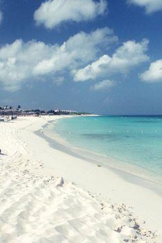 White sand and blue water. Eagle Beach, Aruba.