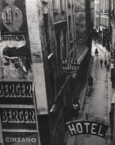 Rue Quincampoix Paris ca. 1932     Photo: Brassai