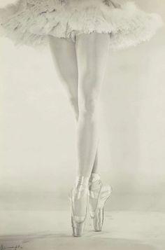 The Legs of Danilova - 1950 - New York - Photo by Erwin Blumenfeld - @~ Mlle