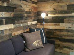 D co esprit industriel on pinterest loft pallet wood walls and brick wall - Mur en bois de palette ...