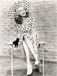 vintage everyday: Black and White Vintage Photos of 1940's Fashion