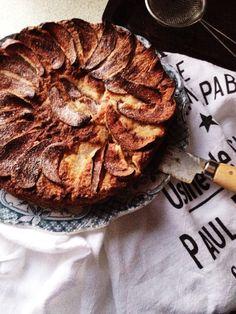 Paleo Apple Tea Cake- gluten/dairy/egg/sugar free - http://www.marleyandlockyer.com