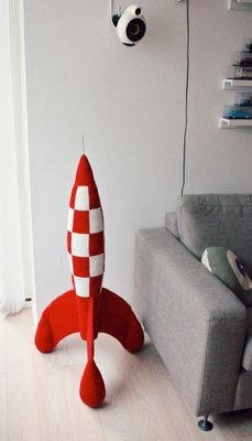 Un cohete retrofuturista (inspirado en los comics de Tintin) de ganchillo! http://translate.google.com/translate?sl=auto=en=n=_t=en=UTF-8=2=1=http://lutteridyl.blogspot.com/2011/12/tintin-hklet-raket-crochet-rocket.html