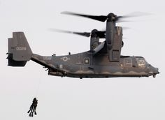 US Navy SEALs training with US Air Force CV-22