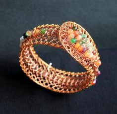Another Pinner wrote: I keep finding these great wire jewelry tuts on this website. This is fantastic.