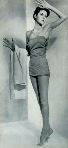 Swimsuit of a goddess.. photo Louise Dahl-Wolfe, 1944