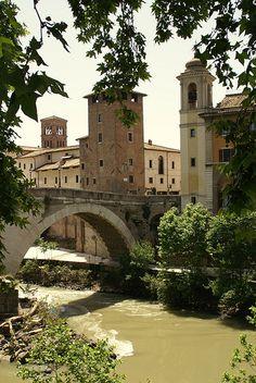 Isola Tiberina, Ponte Fabricio (Tiber Island and Fabricio Bridge) | Rome