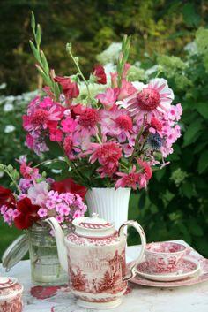 tea time, tea parti, houses, aiken hous, gardens, fresh flowers, centerpiec floral, pink tea, garden tea