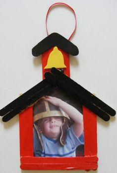 Schoolhouse photo frame craft