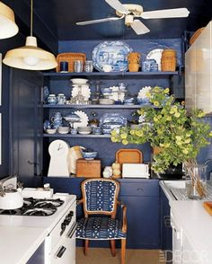 Blue + White interior, elle decor, color, blue kitchens, little kitchen, design kitchen, kitchen walls, kitchen designs, white kitchens
