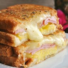 Hawaiian Grilled Cheese ~ This grilled cheese is bursting with Jack cheese, pineapple, and Canadian Bacon. Tastes just like Hawaiian pizza! You'll never want a traditional grilled cheese again!