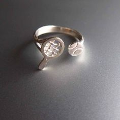 Tennis ring / Cute for the pinky if I ever am stumped for a gift for Teresa