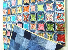 denim circle rag quilt.....similar to cathedral window.....someday project for tree skirt.....with Christmas fabrics