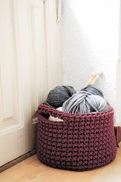 Siuke: crochet basket to save your work.
