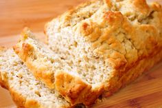Honey Beer Bread by gimmesomeoven: 5 minutes with simple ingredients! #Bread #Honey #Beer