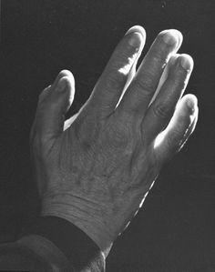 helen keller | hands | foto: yousuf karsh