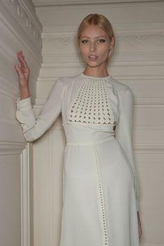 Vestidos de novia (Inspiración) // Wedding dress (Inspiration) Buscabas un vestido de novia sencillo? Buenisima propuesta de Valentino #vestidodenovia