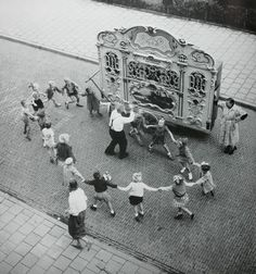 Street organ with dancing children, Amsterdam | Henk Jonker