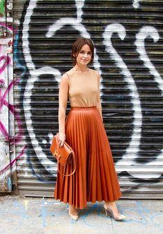 short hair, taller fashion, caramel skirt, street style, long skirts, fashion tips, 14 fashion, belts, maxi skirts