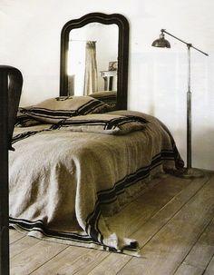 gorgeous linen + floor + black = yes!