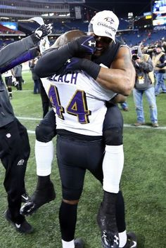 FOXBORO, MA - JANUARY 20:  Ray Lewis #52 of the Baltimore Ravens celebrates with teammate Vonta Leach #44 after defeating the New England Patriots in the 2013 AFC Championship game at Gillette Stadium on January 20, 2013 in Foxboro, Massachusetts. The Baltimore Ravens defeated the New England Patriots 28-13.  (Photo by Al Bello/Getty Images