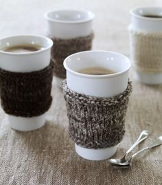 free knitting pattern at this website:  http://mimoknits.typepad.com/knitting/2007/11/post.html