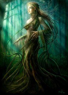 Dríada... son duendes de los árboles con forma femenina, muy solitarias y de gran belleza.