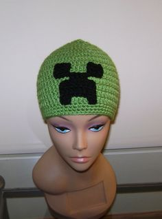 Minecraft beanie, minecraft hat, creeper beanie, creeper hat, handmade from a smoke and pet free home.