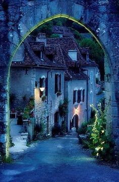 Archway into Saint Cirq Lapopie, France •