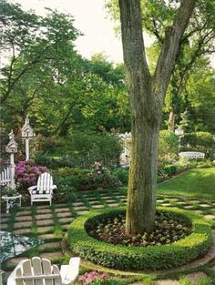 love this backyard, the small picket fence and the pavers and the white chairs and and and!