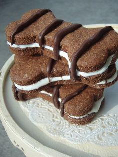 Napawlitans - - All Natural Organic Vegetarian Cinnamon, Carob and Yogurt Cookie Sandwich Dog Treats - - Shorty's Gourmet Treats