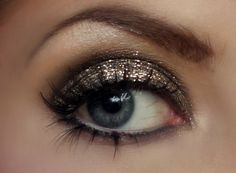 Gold make up!