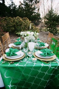 www.intrigue-designs.com Emerald Green Wizard of Oz inspired wedding table.  Tabletop with Gold Charger; Intrigue Design & Decor, Sweet Details Events, Karlo Photography, Cylburn Arboretum, Two Twenty Two Designs, Nelson Coleman Jewelers, K Bridals, Faye Daniel Designs, Le Mariee, Rusty Love Vintage Rentals and Sales, Tuxedo House, Scratch Bakery, Select Events Rentals, Jewel Hair Design
