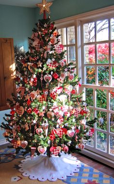 Country Time Christmas Tree   #christmas #xmas #holiday #decorating #decor #xmastree