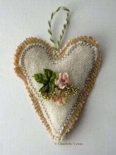 crumpledenvelope:  Etsy Transaction - Sweetheart Felt Ornament