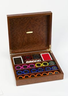 This solid briar wood case have 24kt gold plated hinges. This case comes complete with 180 inlaid colored numbered mother of pearl like poker chips, two decks of 100% plastic playing cards and five poker dice. A luxurious set sure to impress friends year after year.
