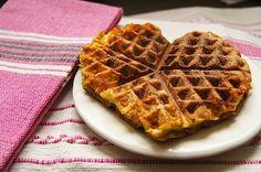 waffle iron egg sandwich / momskitchenhandbook.com