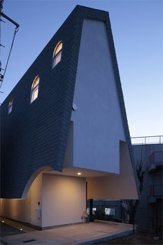 House with Eaves and an Attic, #Tokyo, 2011 by ON design Partners #architecture #japan #house #roof