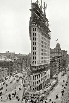 Flatiron building under construction [1902] #NYC