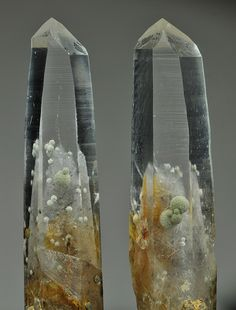 Chlorite spheres in Quartz crystals / Obira mine, Japan
