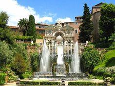 O Villa D 'Este é embelezado por fascinantes chafarizes. Tem a Avenida das Cem Fontes, onde estátuas de cabeças de animais, lírios, um pequeno barco, bacias, e outros jorram água de maneira magnífica.