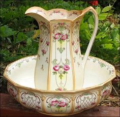 Exquisit 1800s Antique Pitcher & Water Basin