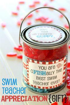 Swim Teacher Appreciation Gift (tutorial and free printable!) - perfect for your child's swim teacher! { lilluna.com }