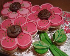 Flower cupcake cake-Adi girl would LOVE this!