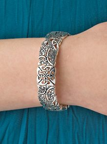Bird Knot Bracelet - The intricate knotwork of Celtic art reflects interconnectedness of all beings. Twining knotwork birds alternate with square knots on this bracelet, a tribute to Celtic illumination. Scotch Irish, Irish Celtic Jewelry, Knots Bracelets, Art Celts, Birds Knots, Knot Bracelets, Celtic Style, Celtic Artworks
