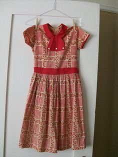 gorgeous vintage girl's dress.  want.