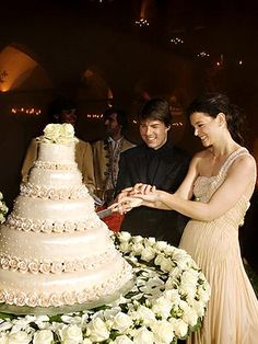 TomKat cutting the wedding cake.